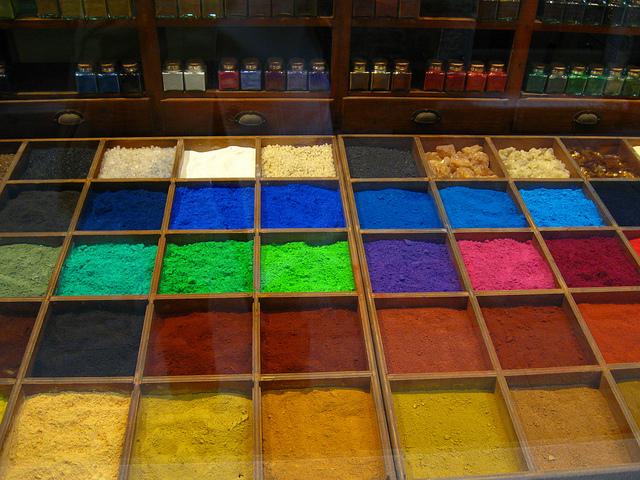 カラフルな色の粉