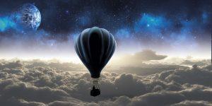 雲の上の気球