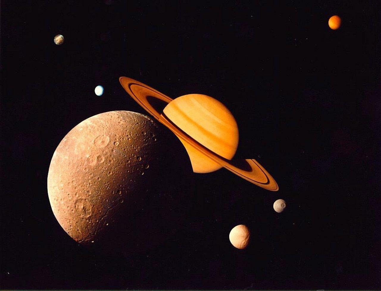 土星の衛星「エンケラドゥス」